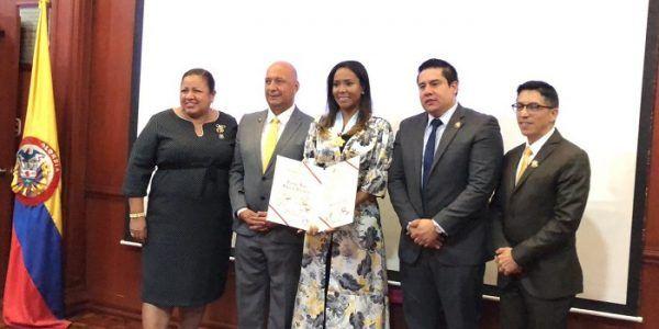Ministra de Cultura condecorada en la Asamblea Departamental del Valle del Cauca - Formula Entretenimiento