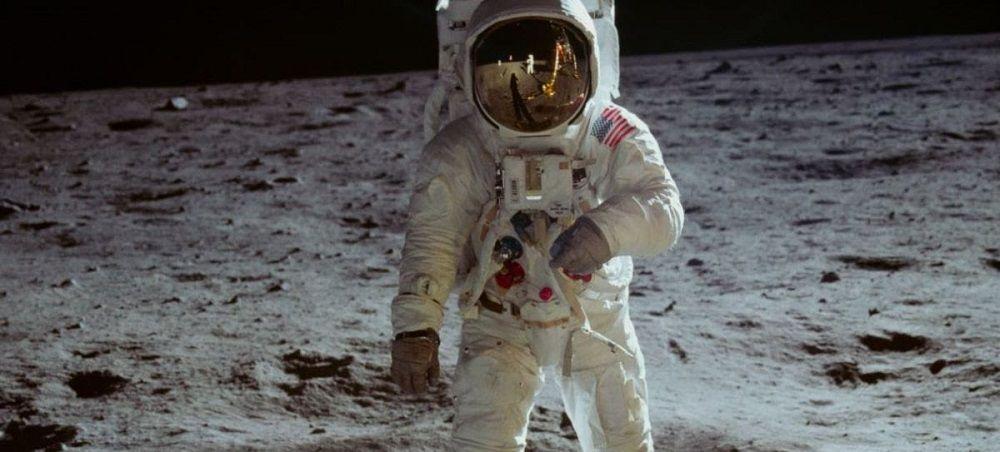 El hombre en la luna - Formula Entretenimiento