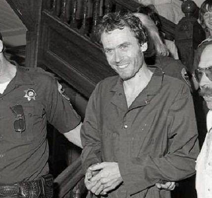 Ted Bundy - Durmiendo con el asesino - Formula Entretenimiento