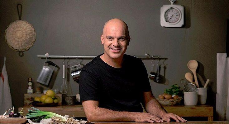 Santiago Giorgini cocinando en casa - Formula Entretenimiento