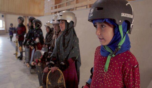 Aprendiendo a patinar en zona de guerra - Fórmula Entretenimiento